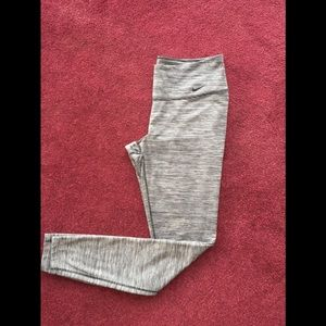 ❤️Woman's size medium Nike dry fit leggings
